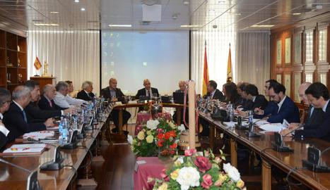 Andreu Subies, ahir a la dreta de Luis Rubiales, a la primera reunió de la nova junta de l'RFEF.