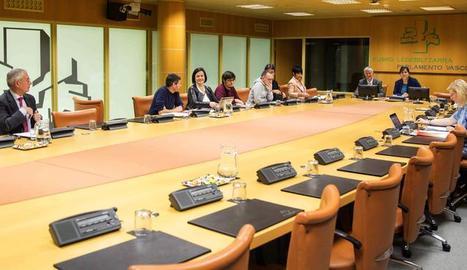 Imatge de la reunió de la ponència d'autogovern basc.