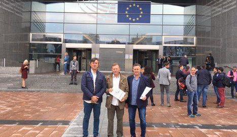 Els representants de JARC-COAG, ahir a Brussel·les.