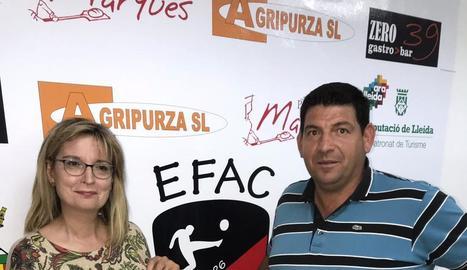 Montse Noró, regidora d'Esports d'Almacelles, i Joan Bosch, en representació de l'EFAC.