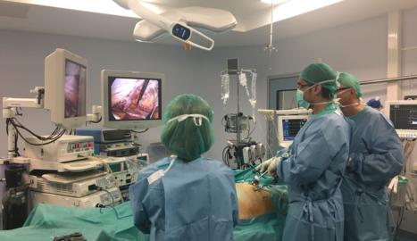 Imatge d'arxiu d'un curs de cirurgia abdominal a l'hospital Arnau de Vilanova.
