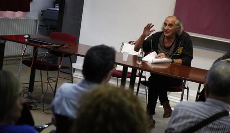 El cantautor Pau Riba va oferir ahir a la UdL la seua faceta de poeta.
