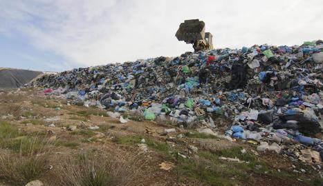 Els residus ja superen la cota de coronació de l'actual vas.