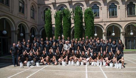 Els medallistes de la UdL, ahir a la fotografia de grup després de rebre el premi pels seus èxits esportius.