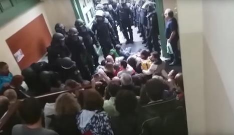 VÍDEO. Imatges inèdites de les càrregues policials l'1-O