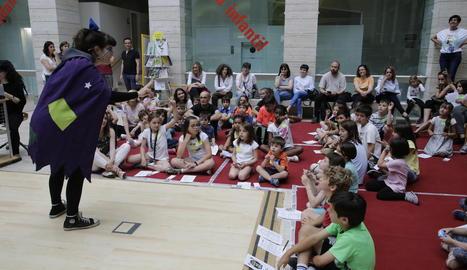 Una alumna de l'Aula Municipal de Teatre va animar la 'Supernit'.