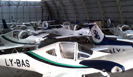 Vols de pràctiques en una pista amb trànsit escàs - Els vols comercials a Alguaire es concentren en cap de setmana, cosa que deixa lliure la pista la major part del temps en feiners i permet activitats com vols de formació. A la imatge d'arxi ...