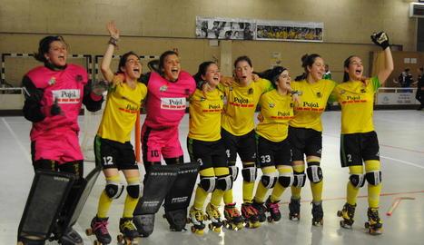 L'equip del Vila-sana, després del partit, celebrant davant el públic la gran temporada.