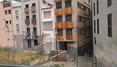 El carrer Botera, al costat de l'Eix, està format per escales.
