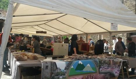 Una vintena d'artesans de l'àmbit del parc van participar en la fira.