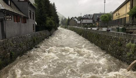 La Garona al seu pas per Arties, al municipi de Naut Aran.