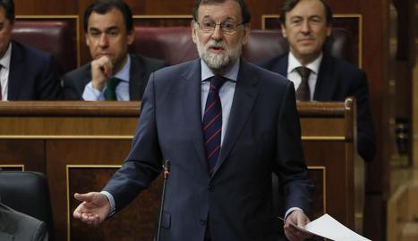 Rajoy queda molt tocat però no enfonsat