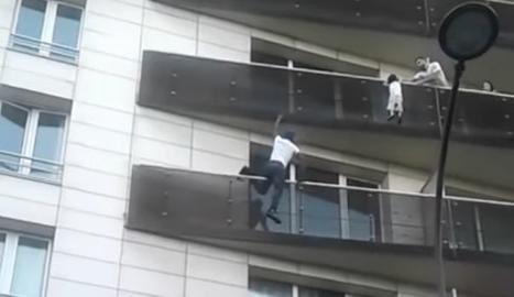 França tracta com a un heroi a l''Spiderman' malià que va salvar un nen a París