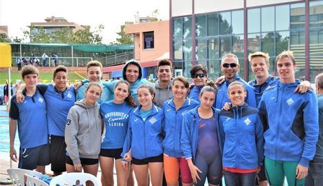A la imatge, els nadadors del Lleida que van prendre part en la competició disputada a l'Hospitalet.