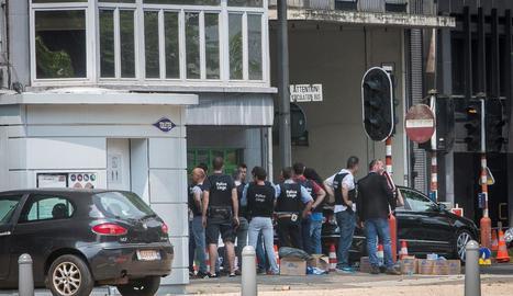 Cordó policial al lloc del tiroteig, al centre de la ciutat de Lieja.