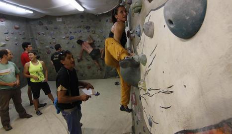 Búlder 'indoor' al rocòdrom del Centre Excursionista a Cappont