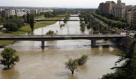 Vista del riu Segre al seu pas per la ciutat de Lleida.