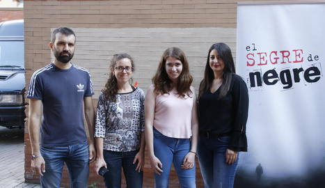 Els guanyadors i Núria Serrate, coorganitzadora dels concursos.