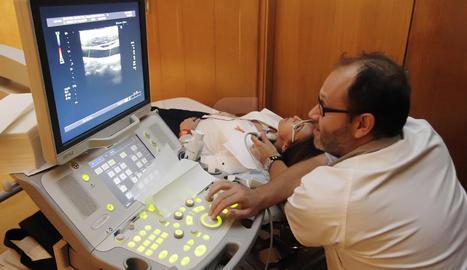 Una sessió de rehabilitació a un pacient d'ictus.