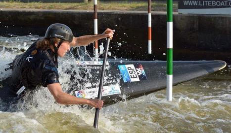 Núria Vilarrubla, en plena acció ahir durant la competició al canal txec de Troja.