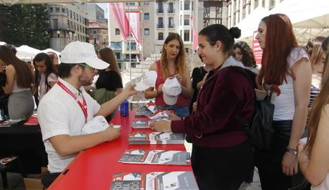 La Cambra de Comerç va repartir informació sobre les activitats formatives que organitza.