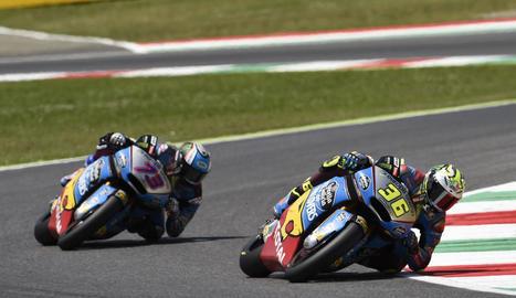 Màrquez va tenir una bona sortida, en què va superar el 'poleman' Rossi, però va perdre tota opció al caure a la quarta volta, fet que el va deixar despenjat del capdavant de la cursa.