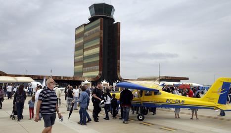 La plataforma de l'aeroport de Lleida-Alguaire es va omplir ahir de visitants en la jornada cabdal del Lleida Air Challenge 2018.