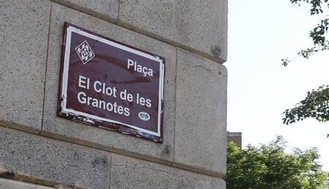 """El cartell que """"recupera"""" el nom de Clot de les Granotes."""