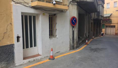 El carrer Redorta, en què s'ha prohibit aparcar en un lateral.