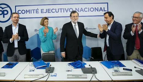 Rajoy rep l'ovació de la cúpula del PP assistent al comitè executiu nacional del partit.