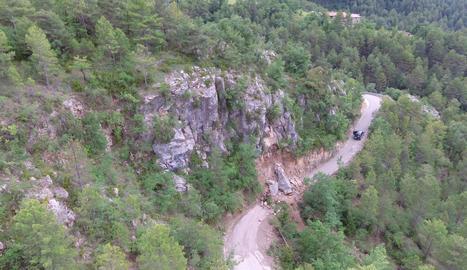 Imatge del despreniment que va tallar la carretera d'accés a Torà de Tost.