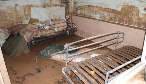 Estat en el qual va quedar una de les habitacions inundades de la residència.