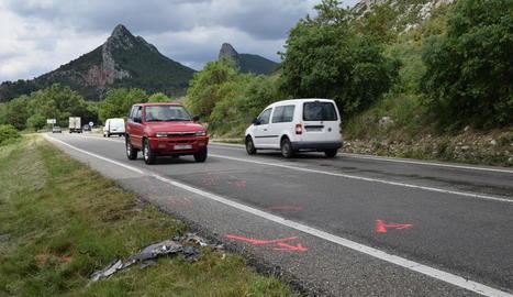 Marques dels equips d'emergències al lloc de l'accident.