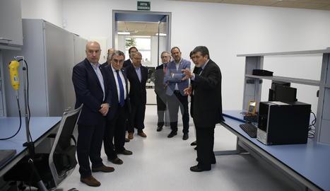 Un moment de la visita inaugural a les instal·lacions d'Eurecat a Lleida.