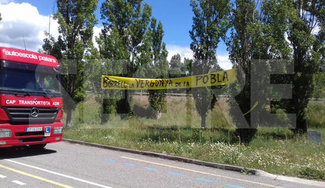 Pancarta a la Pobla contra Josep Borrell