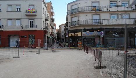 Les obres de reforma a la plaça Pla d'Urgell de Mollerussa.