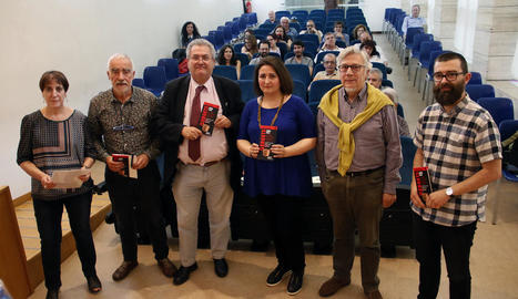 Presentació ahir a la Biblioteca Pública de Lleida de la nova guia arqueològica 'Ilergets'.