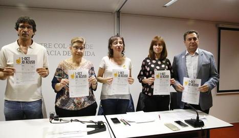 Membres dels CDR de Lleida i d'Advocats per la Democràcia, ahir a la presentació de la campanya.