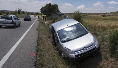 Imatge del vehicle sinistrat a Tarroja de Segarra.
