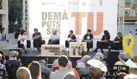 Mauri, tercer per l'esquerra, durant l'acte ahir a Lleida.