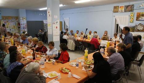 L'associació de veïns va homenatjar les persones grans del barri amb un sopar.