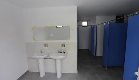 Imatge dels nous lavabos a les piscines de Sucs.