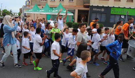 L'equip sènior del Mollerussa celebra l'ascens a Primera Catalana.