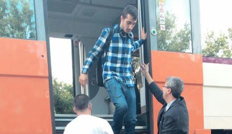 Imatge presa per Galán d'un passatger baixant del tren.
