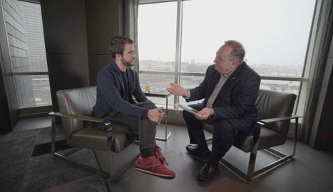 El director i presentador del programa conversa amb l'expresident escocès, Alex Salmond.