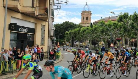 Txomin Juaristi, el vencedor de l'etapa i nou líder, durant la baixada d'un dels ports.