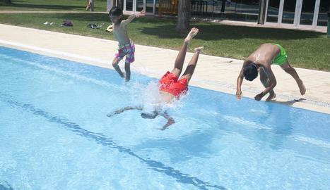 Obren les piscines d'Agramunt i Tàrrega a l'espera de la calor