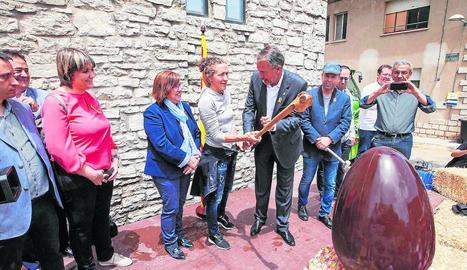 L'atleta Núria Picas i l'alcalde, Francesc Lluch, que van donar el tret de sortida d'aquest certamen gastronòmic.