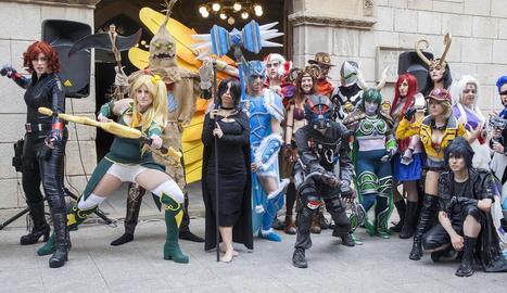 Una vintena d'amants de les sèries van participar ahir en el segon concurs de 'cosplay'.