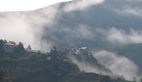 Boira al Pallars Sobirà a mitjans de maig. Agustí Sellart.